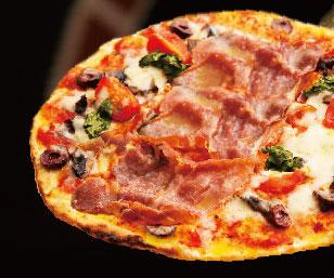 焼きあがったピッツァの写真
