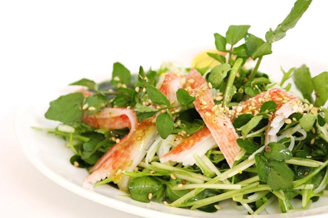 水菜と春菊とカニのサラダ料理写真