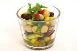 オーガニックセミドライパプリカを使用した豆サラダ