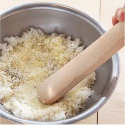 ライスチーズクルトンを作っている調理写真