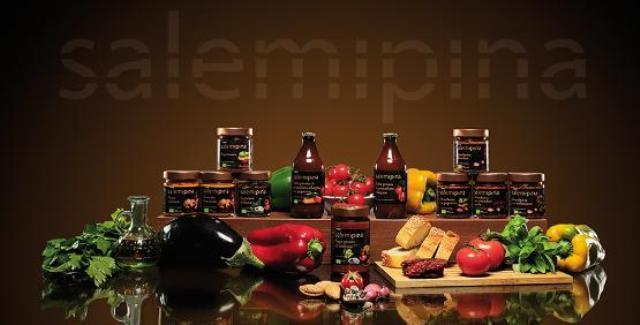 サレミピーナ社の有機トマトソースの商品ラインナップ画像
